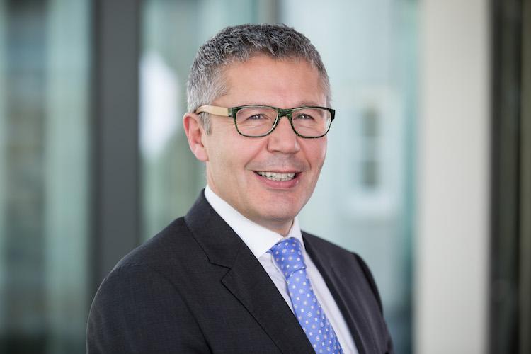 Vorstand Dr-heene-robert in Versicherungskammer kooperiert mit Plug and Play