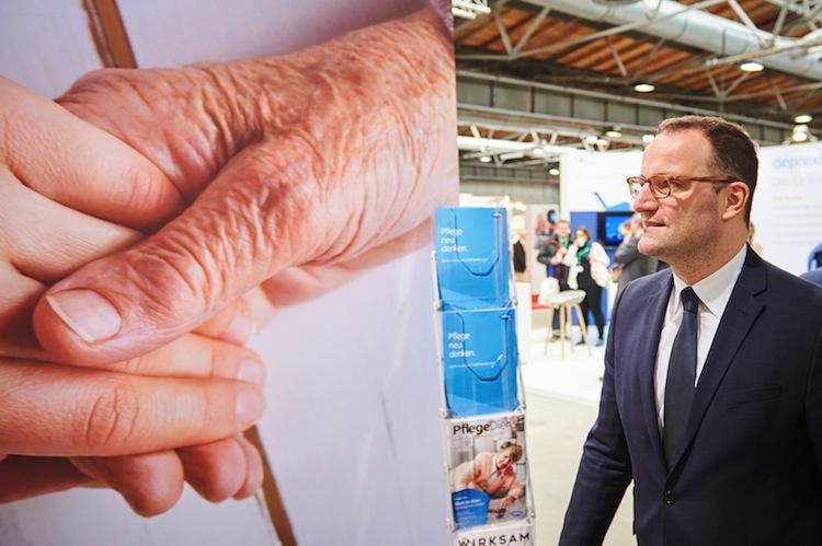 100761549 in Spahn will mit ausländischen Pflegekräften Personalmangel begegnen