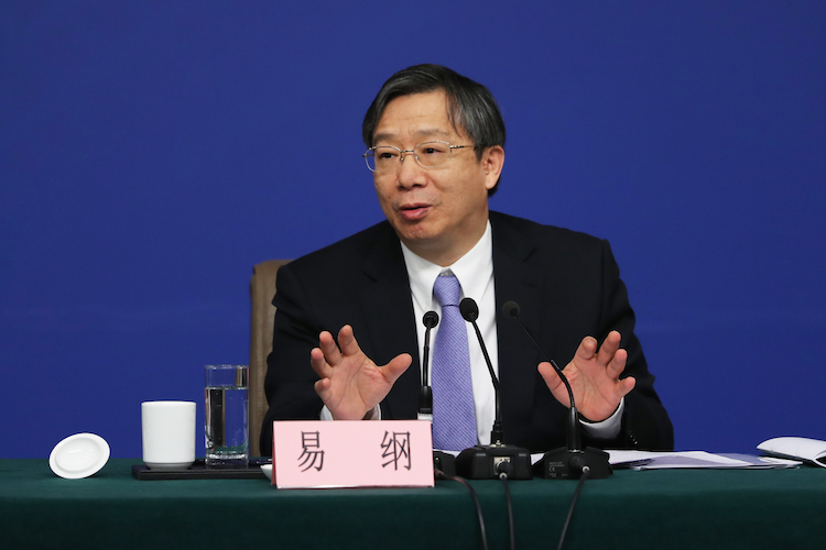 Yi-Gang-praesident-chinesische-zentralbank-101481903 in China kämpft gegen Abschwung