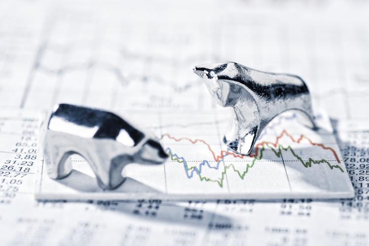 Bulle-baer-fonds-aktien-auf-ab-boerse-volatilitaet-shutterstock 531227905 in Rückzug aus Aktien-ETFs