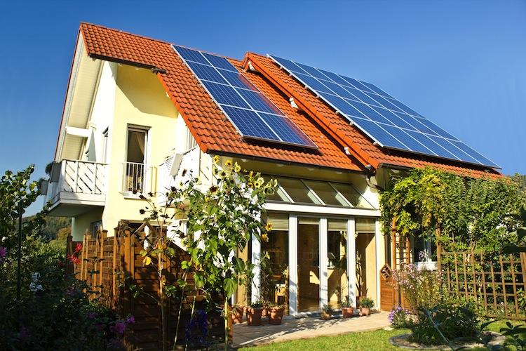 Haus-eigenheim-energieeffizienz-solar-shutt 92639266 in Wohnimmobilien: LBS erwarten Preisanstieg zwischen vier und sieben Prozent