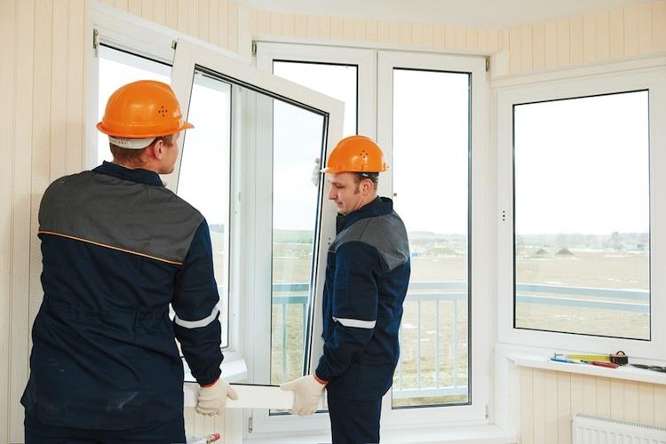 Haus-modernisierung-handwerker-shutt 643344772 in Was die Deutschen am liebsten modernisieren