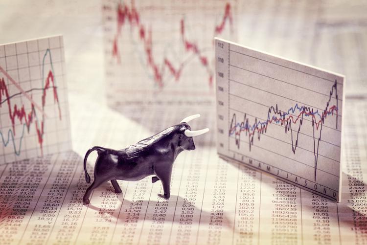 Kurse-aktien-boerse-bulle-shutterstock 651598474 in Universa baut Fondspalette aus und bringt neue Kfz-Versicherung