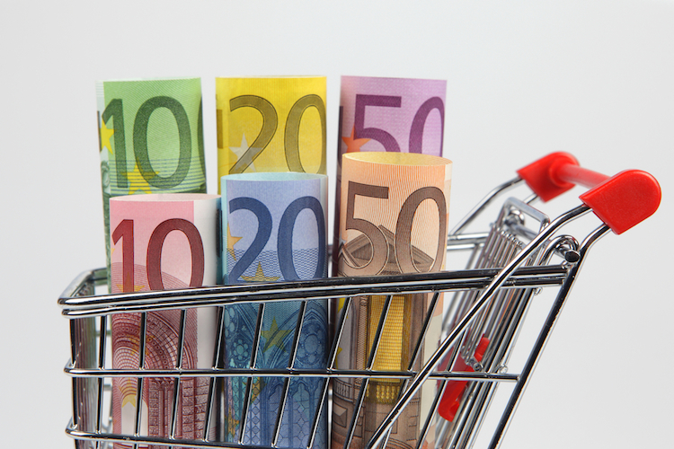 1-Inflation-geld-einkaufswagen-shutterstock 76458916 in Wie können Anleger auf die Rückkehr der Inflation reagieren?