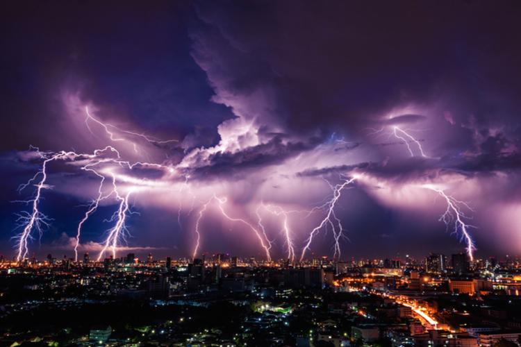 Eigenheim: Die richtige Absicherung für Blitzeinschläge