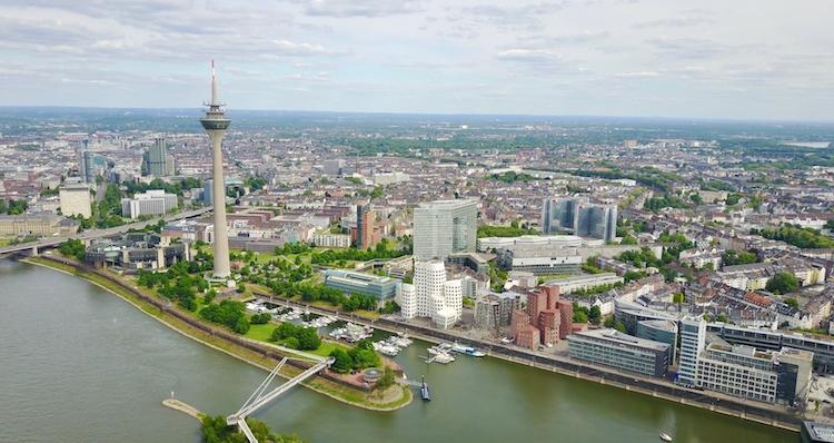 Ddorf in Zinsland bringt erste öffentliche Anleihe