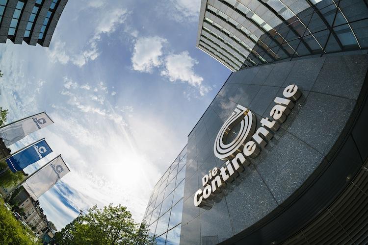 Gebaeude Fahnen2 Gr in Continentale: Sicherheit und Verlässlichkeit weiterhin an oberster Stelle