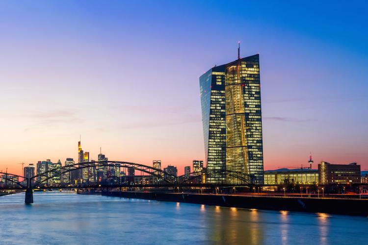 Ezb-zentralbank-europa-zins-draghi-shutterstock 1035531370 in EZB-Präsident Draghi öffnet Tür für erneute Lockerung der Geldpolitik