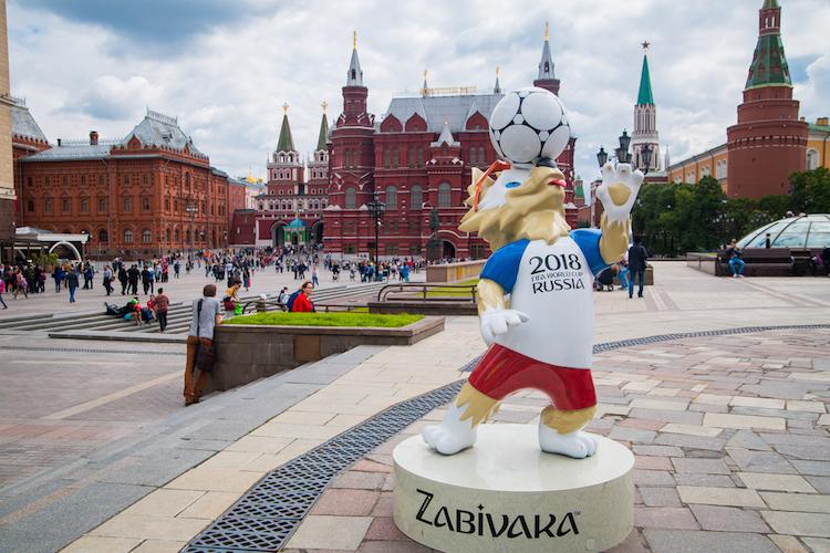 Russland-fu Ball-moskau-roter-platz-shutterstock 662154460 in Russland ist keine gute Wette für Anleger