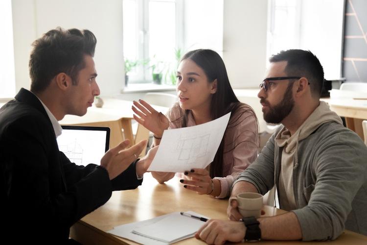 Shutterstock 1075401572 in Weniger Beschwerden über Versicherungsvermittler
