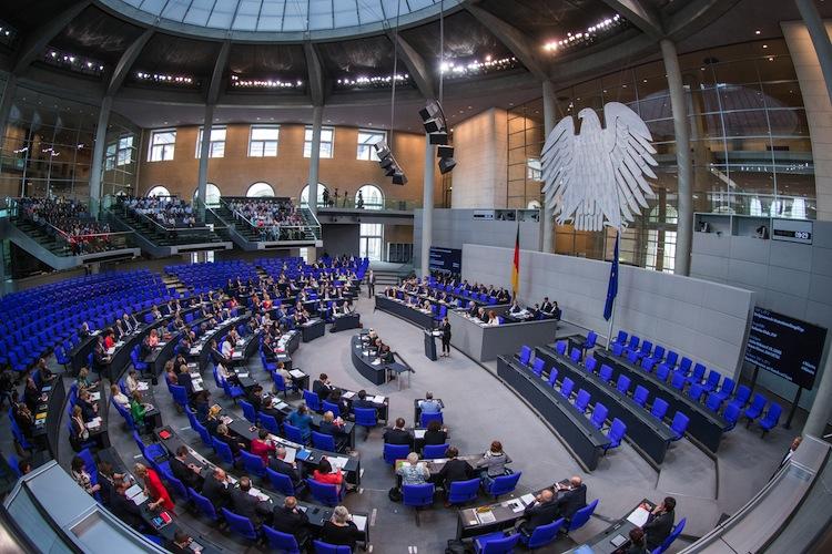 105596561 in Bundestag verabschiedet Reform der Grundsteuer