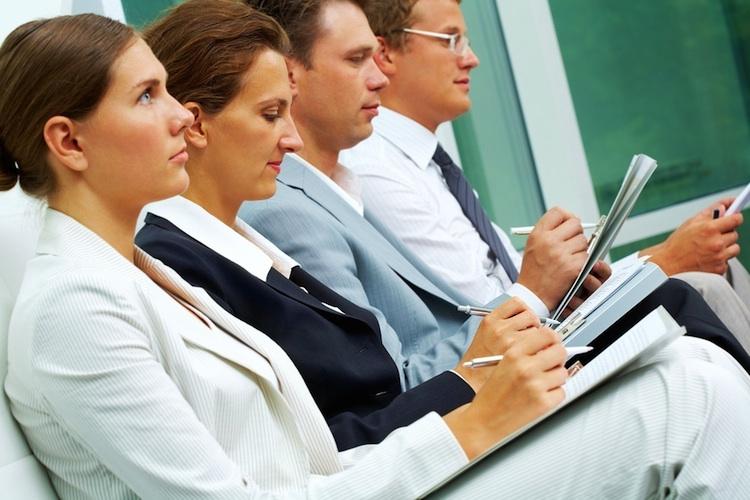 Ausbildung-fortbildung-berater-shutterstock 57829738 in Deutsche Makler Akademie bildet nun auch Immobilienmakler aus