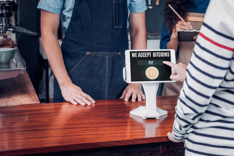 Cafe-kaffee-bitcoin-krypto-shutterstock 790099684 in Warum Kryptowährungen nicht verschwinden werden