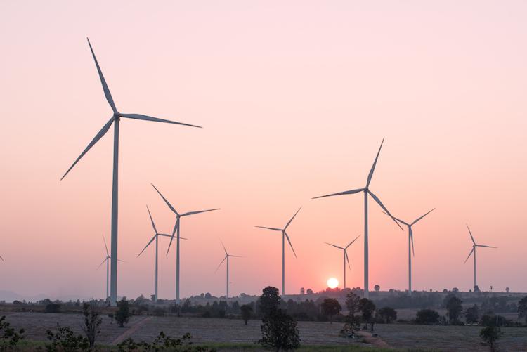 Energiewende-windrad-nachhaltigkeit-shutterstock 666319711 in Pangaea Life kooperiert mit MLP