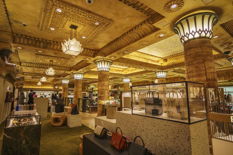 Harrods-london-handbags-handtaschen-luxus-kaufhaus-shutterstock 590151395 in China dominiert das Geschäft mit den Edelmarken