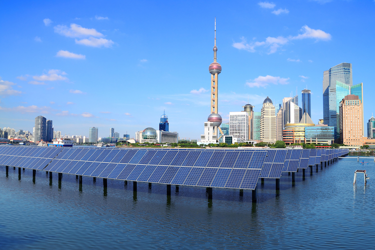 Shanghai-schanghai-china-solarpanele-energie-shutterstock 132661712 in Vier Gründe für eine Investition in Schwellenländer