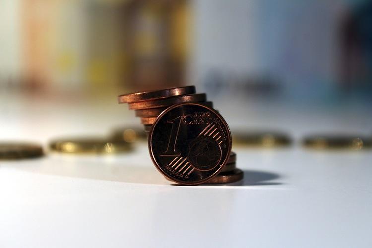 Shutterstock 771912313 in Deutsche sparen täglich zwölf Euro