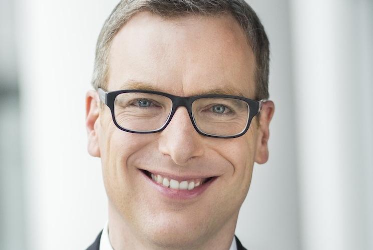 Christoph Jurecka 8752 Portrait-h Print in Munich Re: Finanzvorstand Jörg Schneider übergibt an Christoph Jurecka