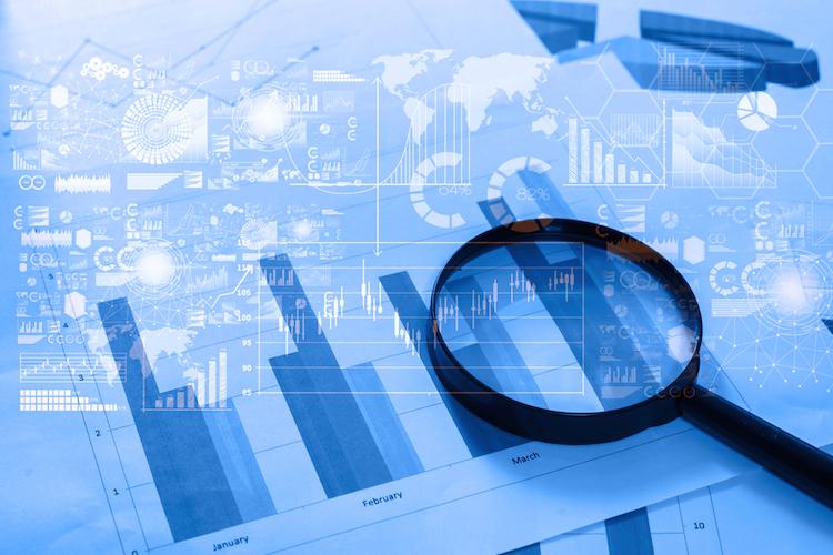 Investment-lupe-charts-grafiken-shutterstock 374891044 in Factor Investing: Das müssen Investoren beachten