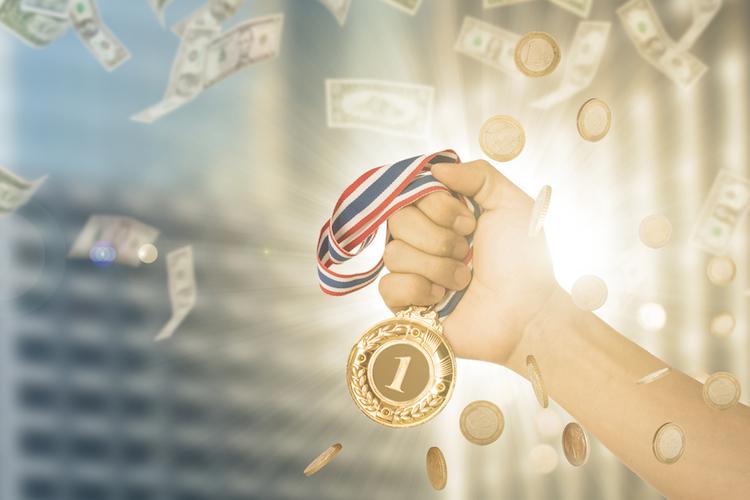 Medaille-gewinner-platz-eins-sieger-shutterstock 451681498 in Diese Filialbanken bieten die besten Baufinanzierungskonditionen