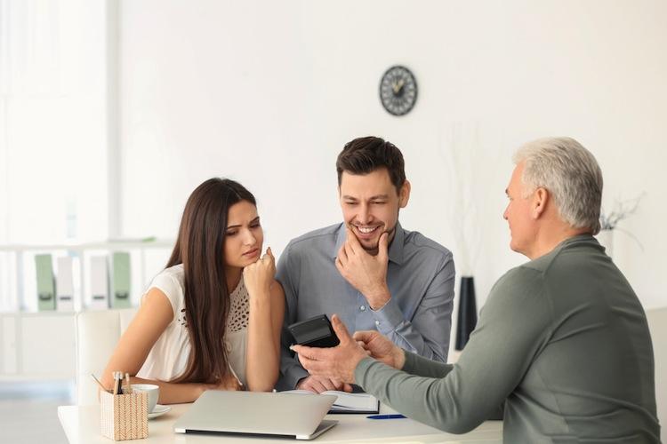 Shutterstock 1059630857 in Für Wohneigentum legen auch junge Menschen gerne an