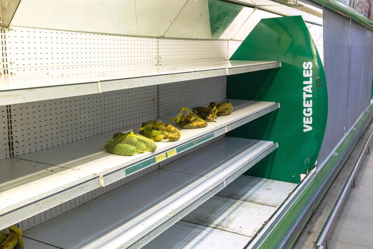 Supermarkt-wirtschaftskrise-venezuela-shutterstock 1032262720 in Hyperinflation in Venezuela