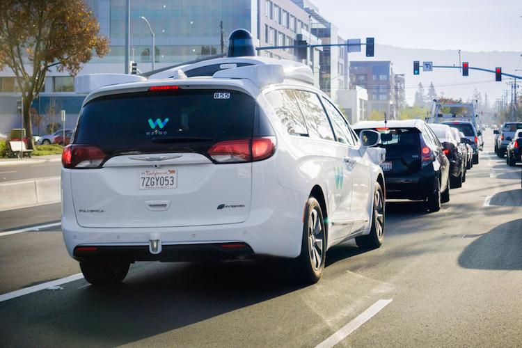 Waymo-selbstfahrend-auto-zukunft-google-shutterstock 775079323 in So profitieren Anleger von der Zukunft des Autos