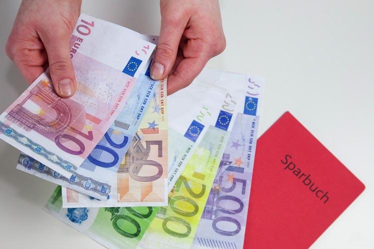 51249263 in Ostdeutsche horten Milliarden auf Girokonten