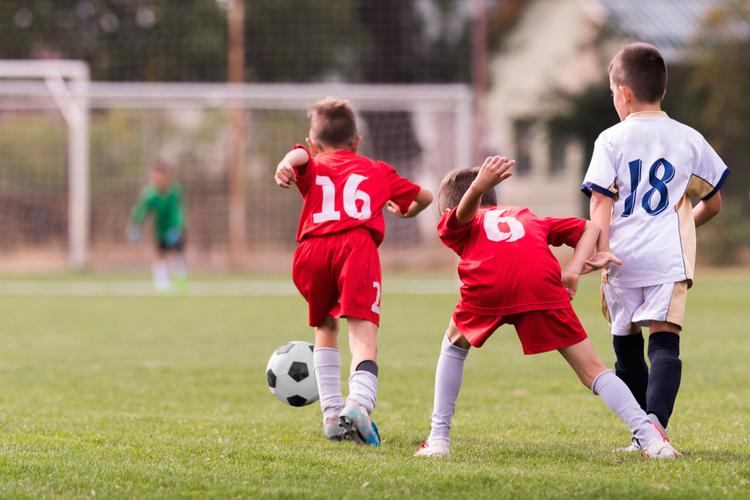 Fu Ball in Servicepool sponsert Jugendarbeit des Fußballverein TSV 1860 München