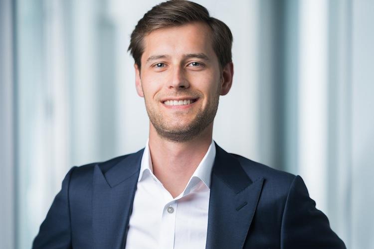 Portraitfoto Dr-Eberhard-Riesenkampff Covomo in Gut geschützt in den Urlaub: Vergleich von Reiseversicherungen lohnt sich