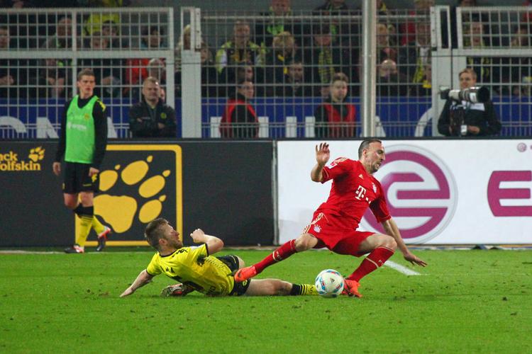Ribery in Elf Versicherungen, ohne die Profifußball undenkbar wäre