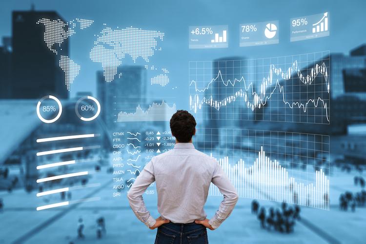 Anleger-analyse-investieren-charts-investor-shutterstock 601834022 in Zweitmarktvolumen legt im August um 30 Prozent zu