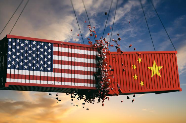 Container-handelskrieg-handelsstreit-china-usa-shutterstock 1131501650 in IWF: Handelskonflikte bremsen Wachstum der Weltwirtschaft