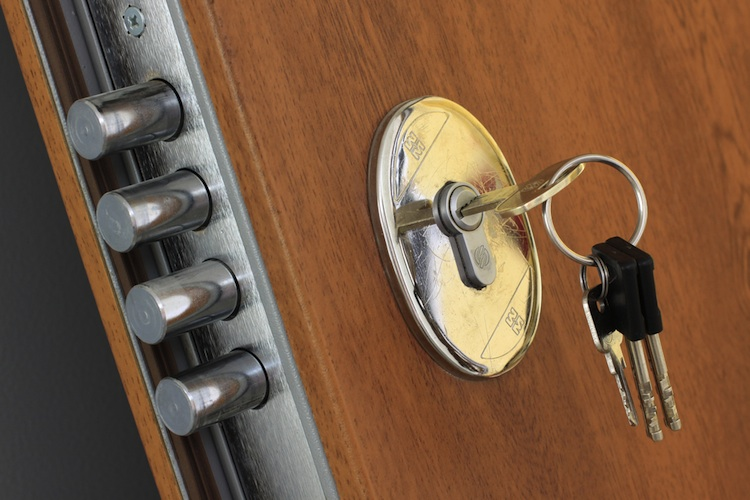 Einbruchschutz-tuer-sicherheit-shutt 76290508 in KfW: Wieder Zuschüsse für Abbau von Barrieren und Einbruchschutz