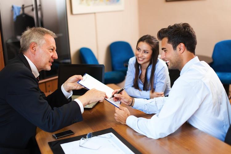 Shutterstock 403667035 in Bankberater genießen hohes Vertrauen
