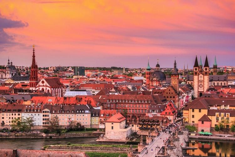 Wuerzburg-shutterstock 389907532 in Studie: Großstadtflucht lässt auch Boomregionen schrumpfen