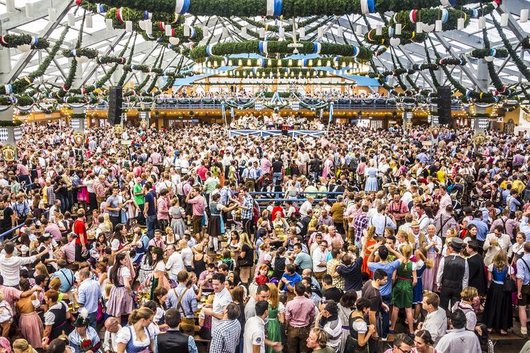 Oktoberfest in Ozapft is: Wie Sie den Volksfestbesuch in vollen Zügen genießen