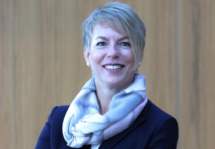 Schroeder01 in Barmenia vor Vorstandswechsel: Carola Schroeder übernimmt von Martin Risse