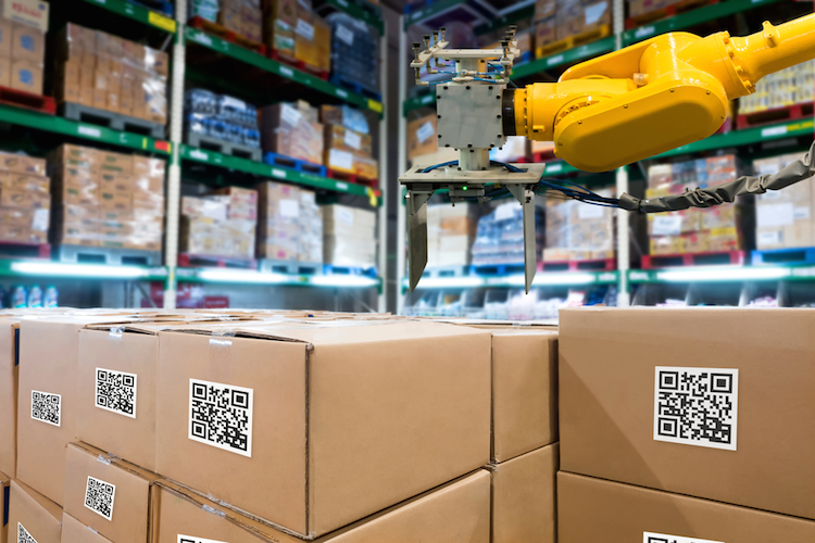 Roboter-industrie-automatik-blockchain-logistik-iot-internet-of-things-der-dinge-qr-shutterstock 757773688 in Erster Blockchain-Aktienfonds