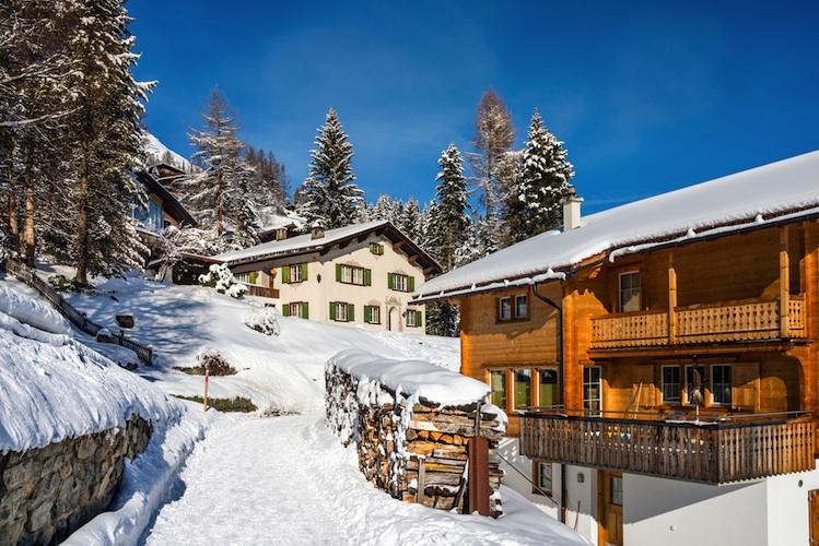Alpen-ferienimmobilien-shutterstock 549226132 in So hoch sind die Kaufpreise in deutschen Skiregionen