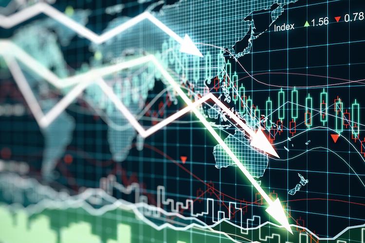 Markt-crash-pfeil-runter-abwaerts-shutterstock 351882113 in Weltwirtschaft wappnet sich gegen schwere Rezession