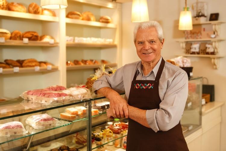 Shutterstock 539858794 Rentner in Arbeiten im Alter: Wenn die Rente (nicht) reicht