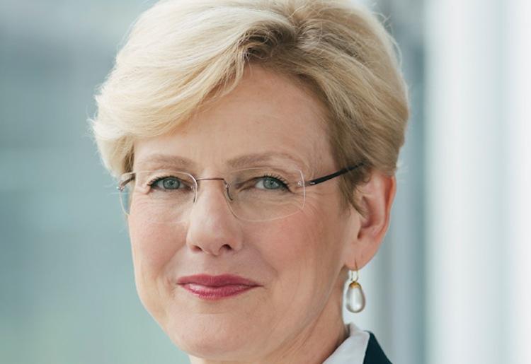 Monika Sebold Bender Portrait-h Print in Keine Ruhe bei Ergo: Sebold-Bender geht und Muth wird neuer Chief Underwriting Officer