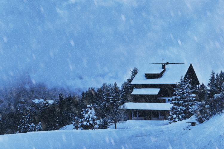Wohngebäude: Jetzt günstig gegen Winterstürme absichern