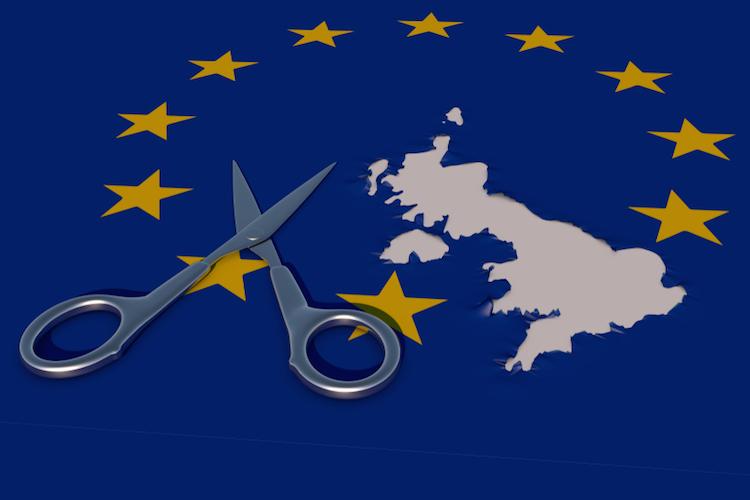 Brexit-uk-europa-flagge-schere-shutterstock 1213934599-1 in Der harte Brexit ist wahrscheinlicher denn je zuvor