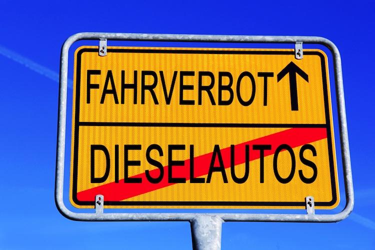 Shutterstock 1037203042 Fahrzeug in Ist mein Auto vom Fahrverbot betroffen? Online-Tool bietet Abhilfe