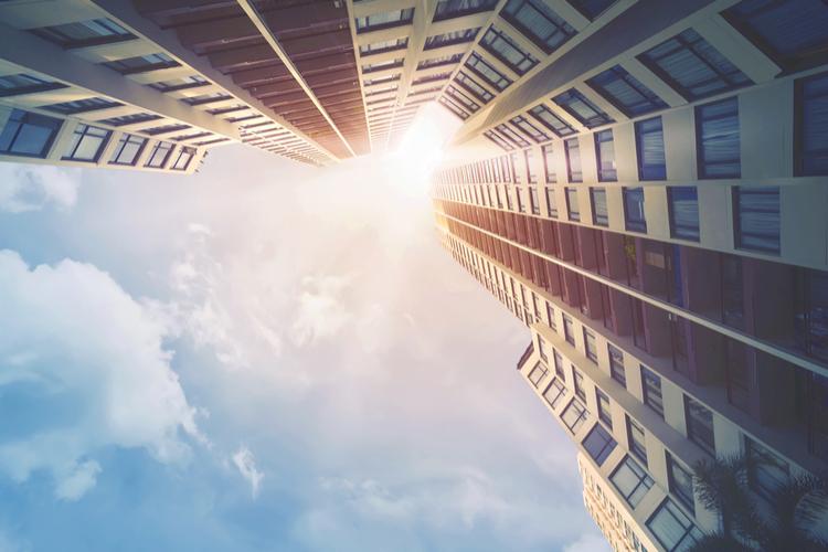 Büroimmobilie aus der Froschperspektive