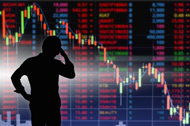 Rezession-boerse-kurssturz-investor-verzweifelt-shutterstock 1040422759-1 in Coronakrise: Finanzvorstände haben 2020 abgeschrieben