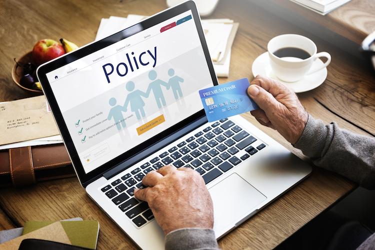 Shutterstock 536975734 in Versicherer müssen Zahlungsweisen der Kunden beobachten