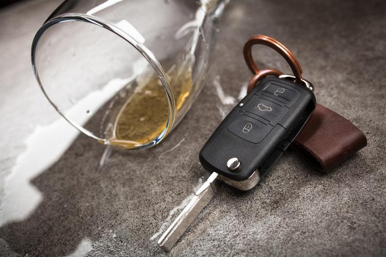 Alkohol am Steuer: Wann entfällt der Versicherungsschutz?